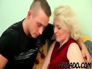OLD BLONDE MILF FUCKS YOUNG DUDE !! free