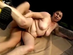 Milfs Getting Down