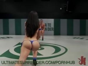 2 strong fitness models battle