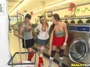 Kortney Kane and her friends get fucked at the laundry