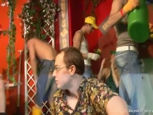 It's a whole new Guys Go Crazy party, and this one takes place in a garden,...