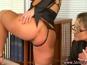 Lezdom blonde pussy licked