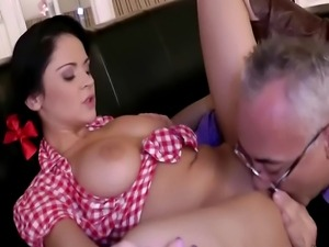 Sexy babe getting pussy pounded before sucking cock