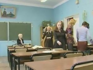 Schoolgirl 2: the Newcomer free