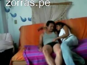 con una guarrilla peruana en el sofa free