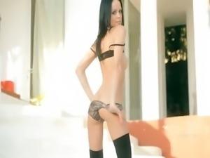 Blackhaired skinny girl vibrating snatch