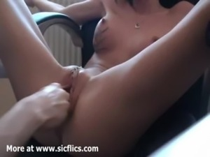 Fisting my hot girlfriends loose cunt till she cums free