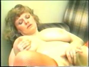 Retro 80s clip of all natural tits!