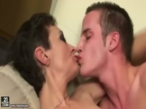 mature woman young guy tongue kiss and sex free
