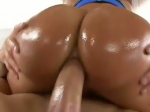 Lisa ann takes it anal like a pro