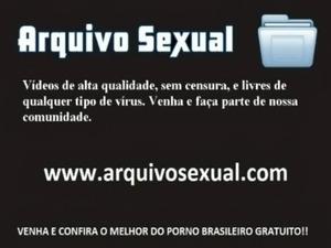 Safada levanta a perninha e libera a buceta 5 - www.arquivosexual.com free
