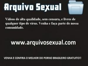 Bunduda socando o consolo na xana - www.arquivosexual.com free