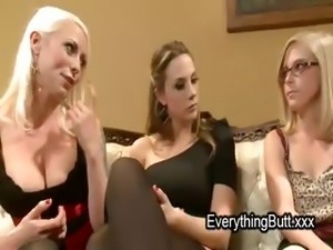 Threesome lesbian with ass fisting