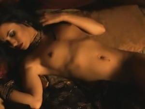 Sexy indian babe sensual dance