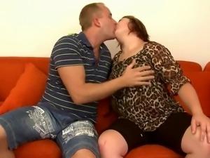 Fat girl fucks and sucks on divan