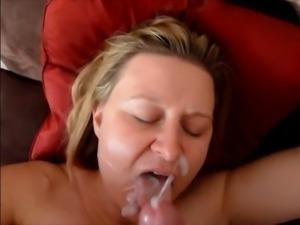 Madura peteando al esposo