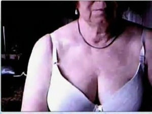 Hacked webcam caught my old mom having fun at PC free