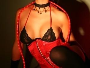 Beguiling and erotic star Gianna Lynn masturbates
