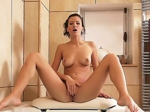 Incredible brunette Lauren gives an astonishing solo masturbation show while...