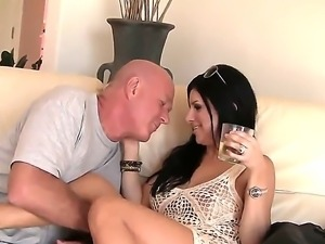 Olde stud Maestro Claudio amkes brunette Sativa Rose to enjoy intense pleasure