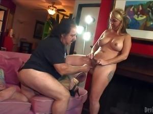 Sexy bodied milf Joclyn Stone sucks Ron Jeremy's meaty experienced