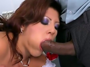 Horny milf Amanda Black gets nailed by horny hunks in wild threesome fuck