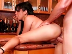 This drop-dead-gorgeous Asian babe knows how to take a dick. Dont believe me...
