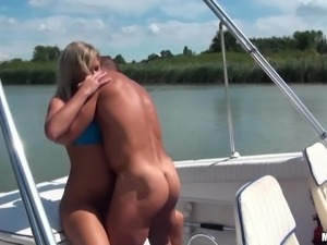 Big titted blonde Sunny Diamond opens her legs for sex