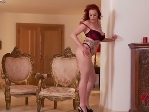 British redhead Paige is a curvy model with big ass