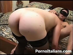 Amatoriale italiano - moglie culona succhia cazzone al marito - amateur...
