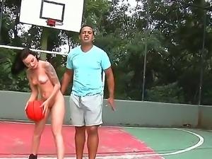 Tony Tigrao trains awesome skinny Livia Byasusky how to play basketball, but...