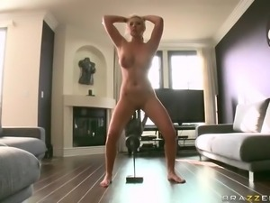 Naked blonde Skylar Price shows off her sexy big ass