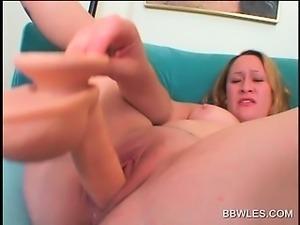BBW lesbo duo pleasing twats with vibrator