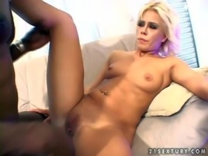 Short haired blonde babe with an amazing curved body and shaved taco gets her...