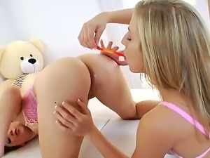 Chastity Lynn and hot Kiera King love to have some lesbian anal action...