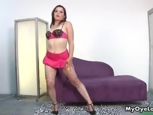 Thick Latina girl with a nice juicy