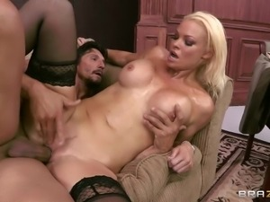 busty mommy likes big cocks