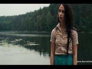 Alicia Vikander Nude - Kronjuvelerna