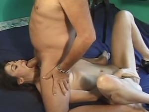 Old bloke fucks a sexy mature woman
