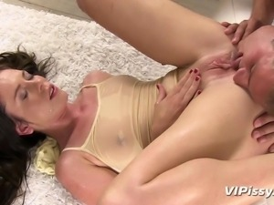 nasty whore pisses herself