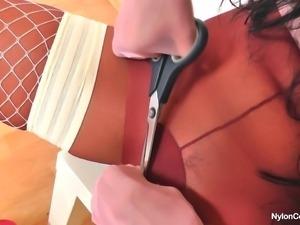 she cuts open her pantyhose