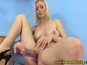 Pissing loving skank quench her unsoothable thirst