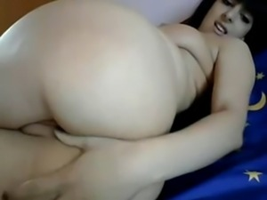 Hot amateur of Girl shows her sweet ass on web cam