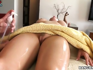 Rachel Roxxx gets her nice face covered in sticky nectar