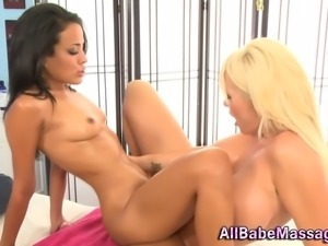 Tribbing lesbian masseuse gets pussy licked in hi def