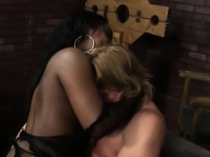Ebony dominant mistress gets oralsex