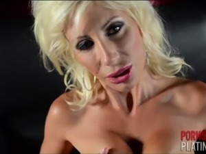 Puma swede rubs her pink cougar pussy