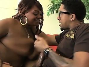 Chunky black babe giving tit job