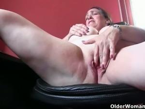 Mature BBW masturbates and poses for you