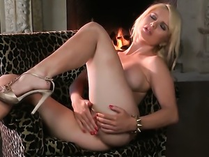 Alexis Ford with massive jugs and bald bush loses control after taking dildo...